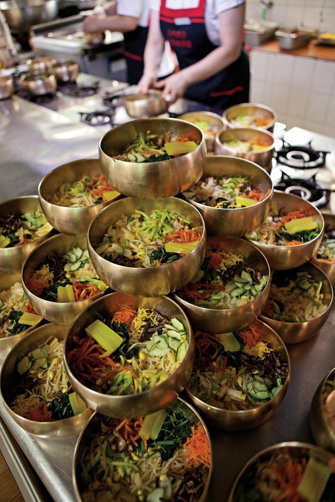 가족회관은 하루에 최대 1,500그릇의 비빔밥을 준비한다. ⓒ 김경수